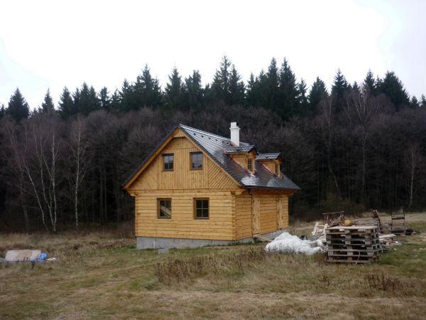 jak postavit nelegálně stavbu